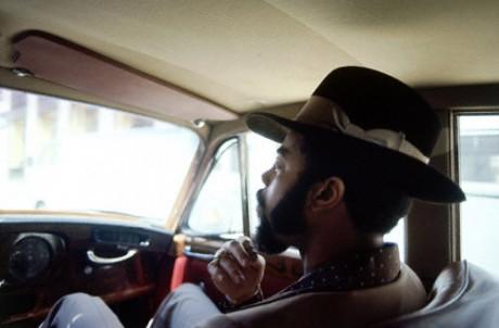walt-frazier-new-york-knicks-sitting-car-autographed-photograph-3364314